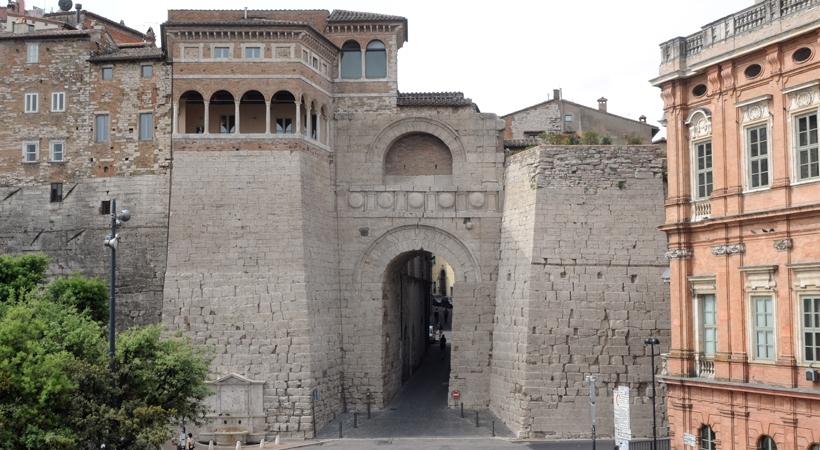 Arco etrusco o di Augusto