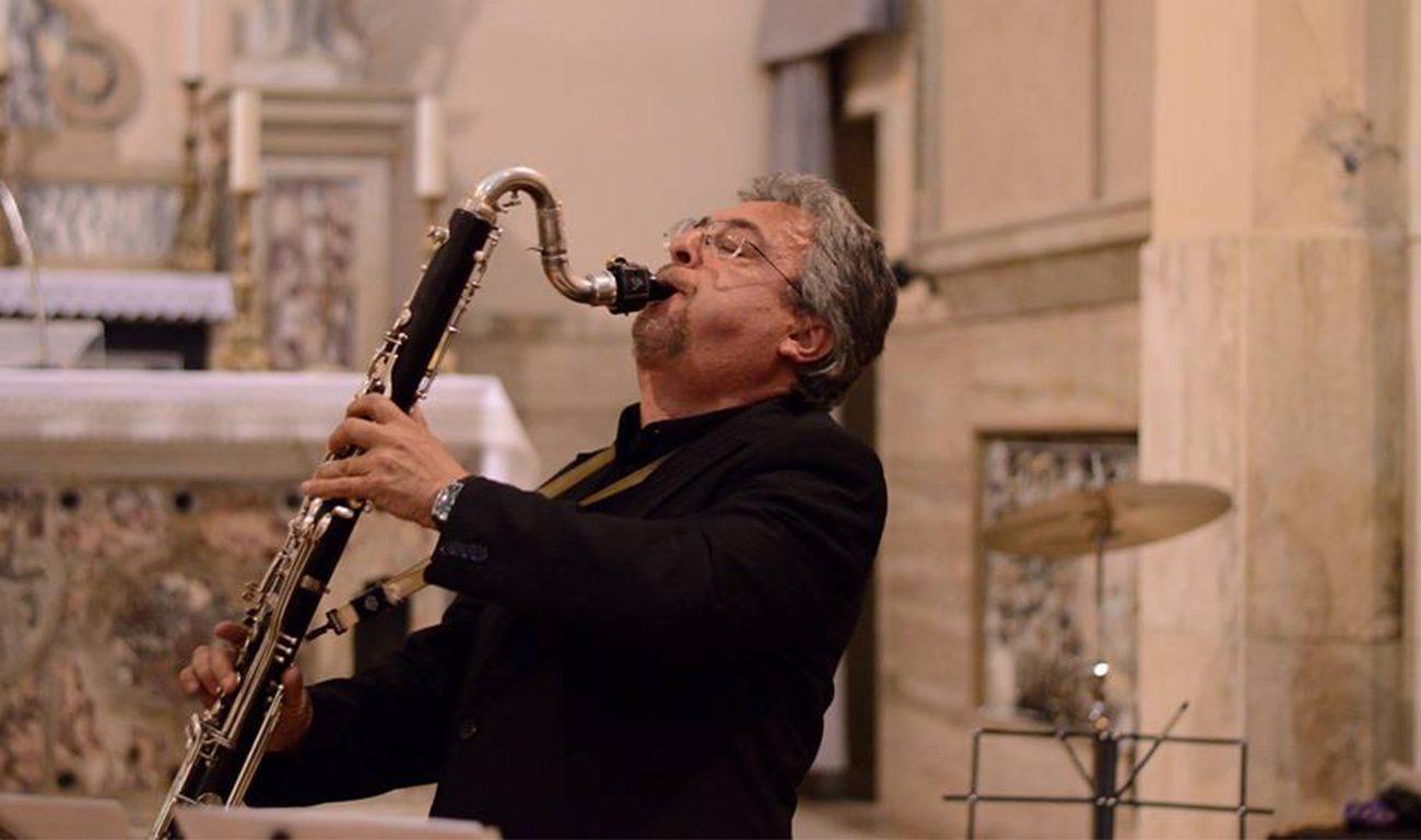 Guido Arbonelli mentre suona