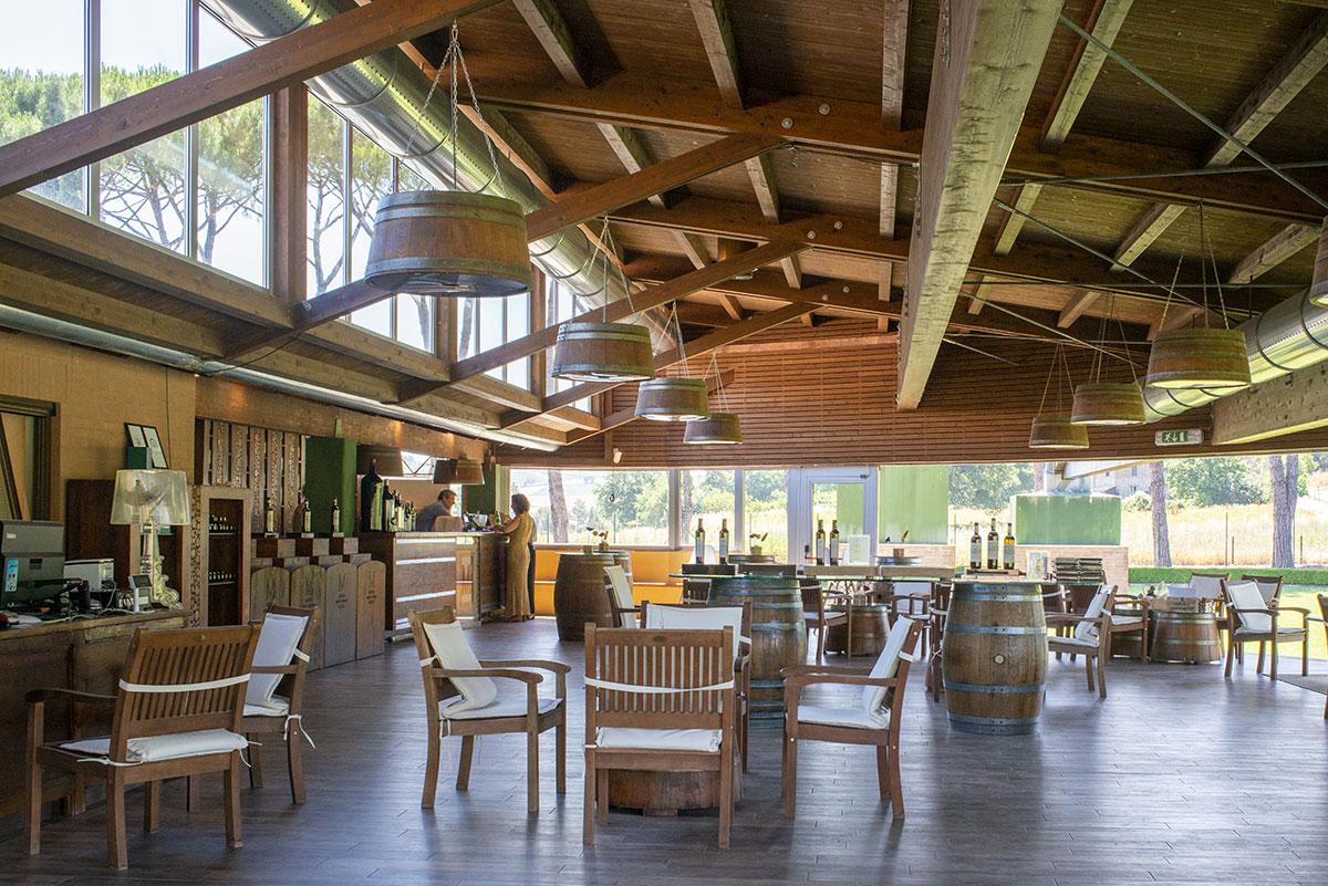 cantina in legno moderna, interno