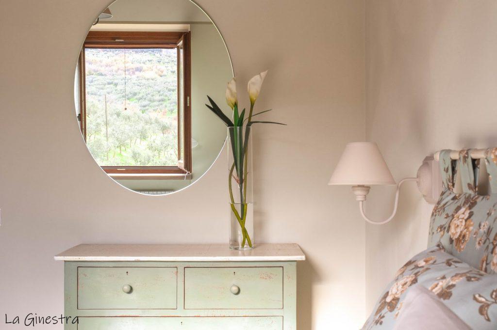 Camera da letto con fiori
